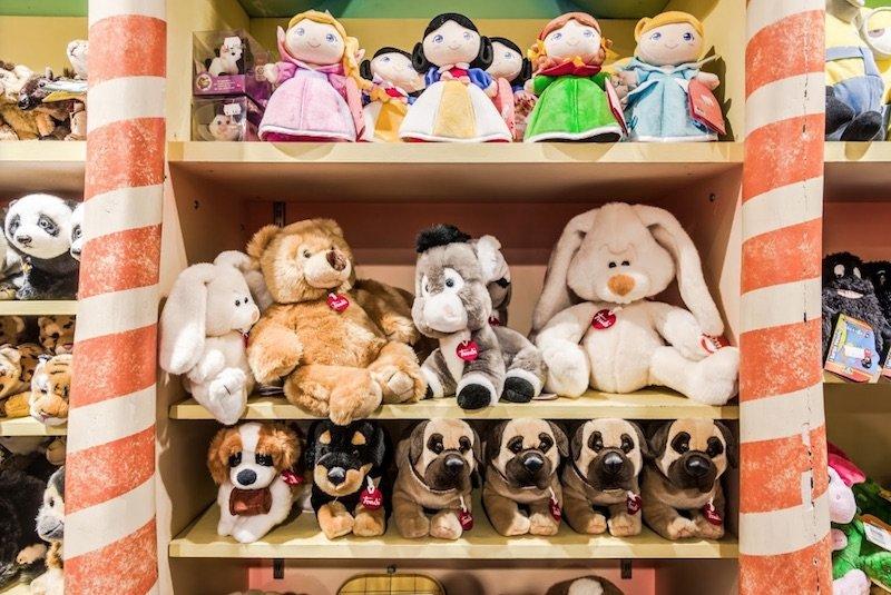 little big town rome toy shop teddies