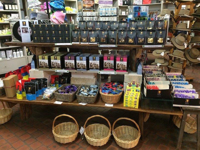 macadamia castle gift shop 800