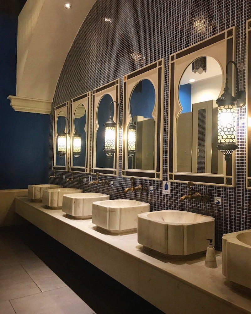 public bathroom in thailand by minmin