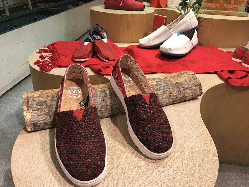 wakai shoes red pair pic