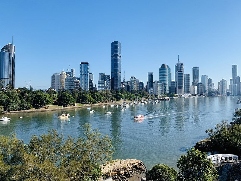 800px-Skylines_of_Brisbane_in_winter_misty_morning_seen_from_Kangaroo_Point,_Queensland_04