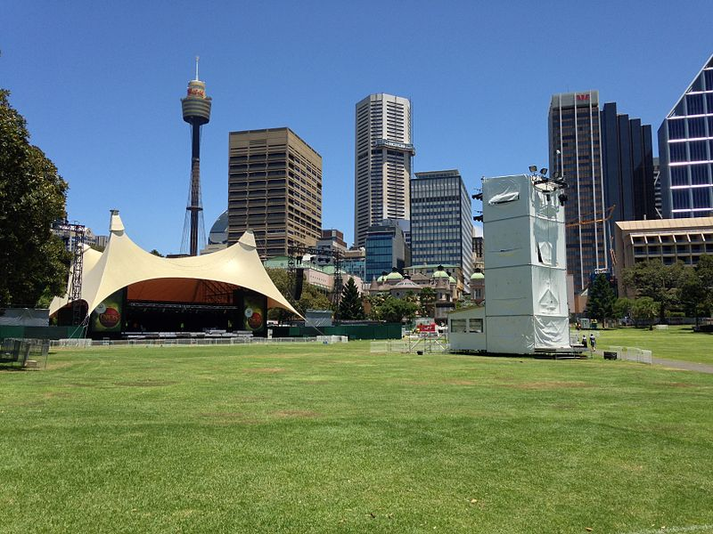 800px-Carols in the domain sydney stage