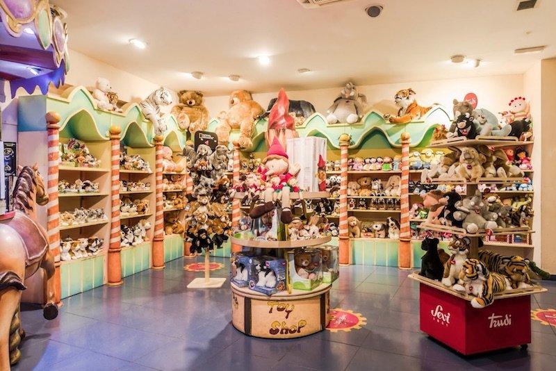 little-big-town-rome-toy-shop-pinocchio-toys