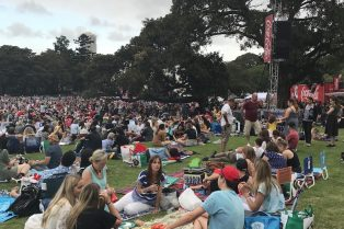photo - carols in the domain crowd