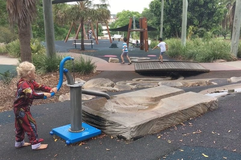 photo - queens park playground water play