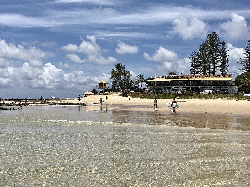 800px-Rainbow_Bay,_Coolangatta,_Queensland_02