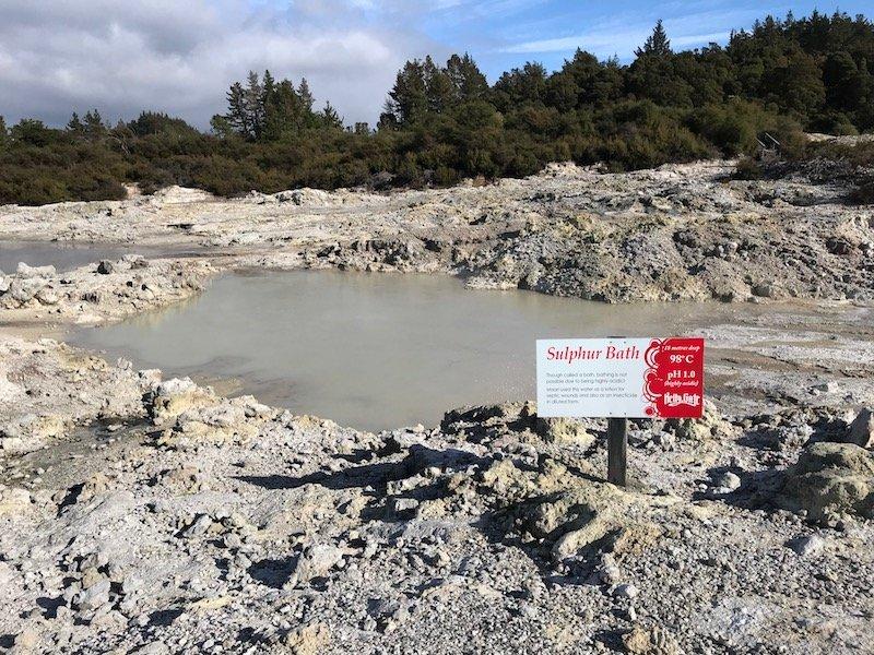 Hells Gate Rotorua sulphur bath pic