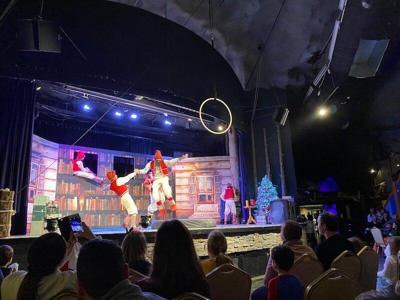 Image - Santa Park elf show