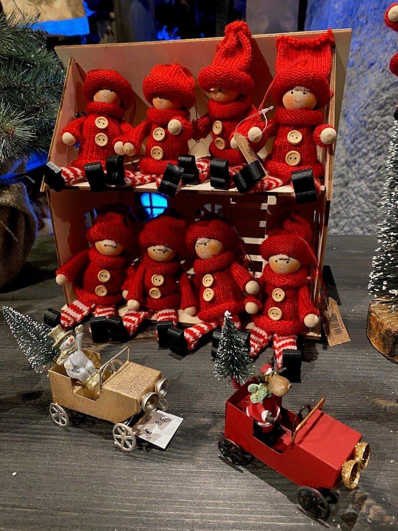 Image - Santa Park gift shop elves