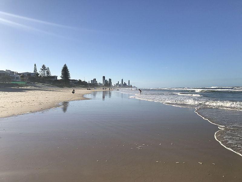Mermaid_Beach,_Queensland_looking_North