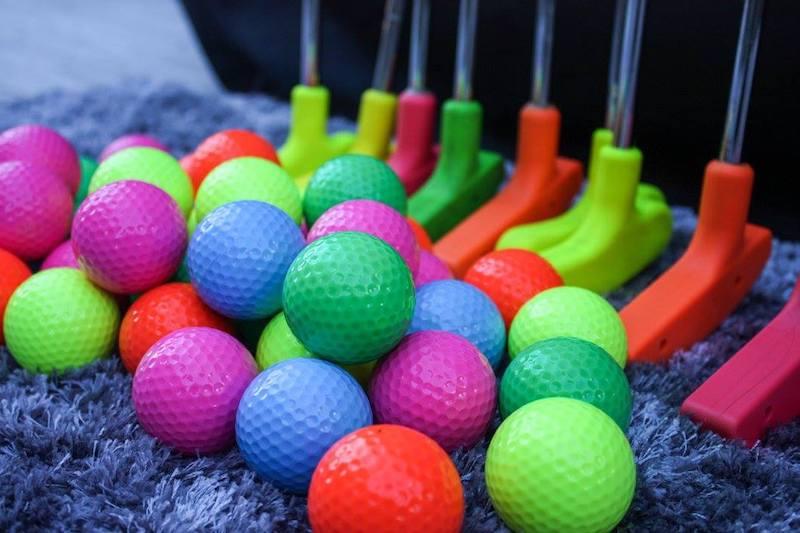 glow in the dark putt putt balls and sticks