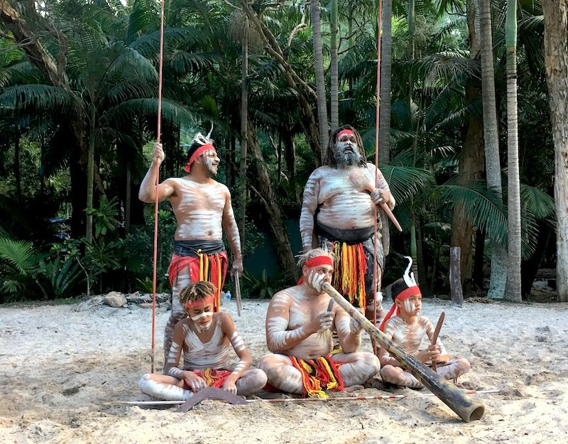 image - aboriginal dance group currumbin sanctuary 800