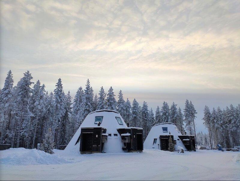 image- santa claus holiday village snowman-glass-resort-by-swe-latt (1)
