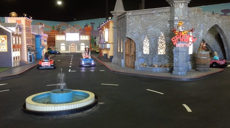 junior driving school at movie world for toddlers 800