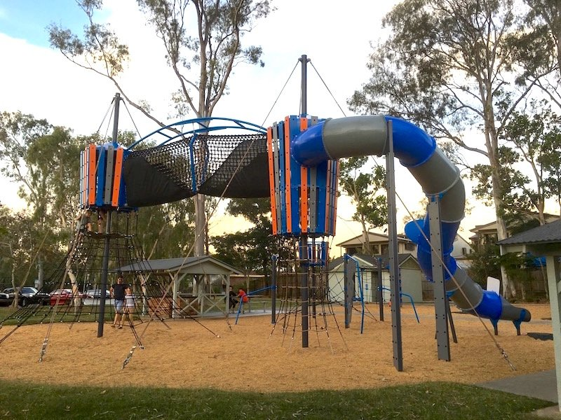 photo - lions park helensvale fort playground