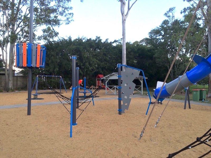 photo - lions park helensvale parkour equipment
