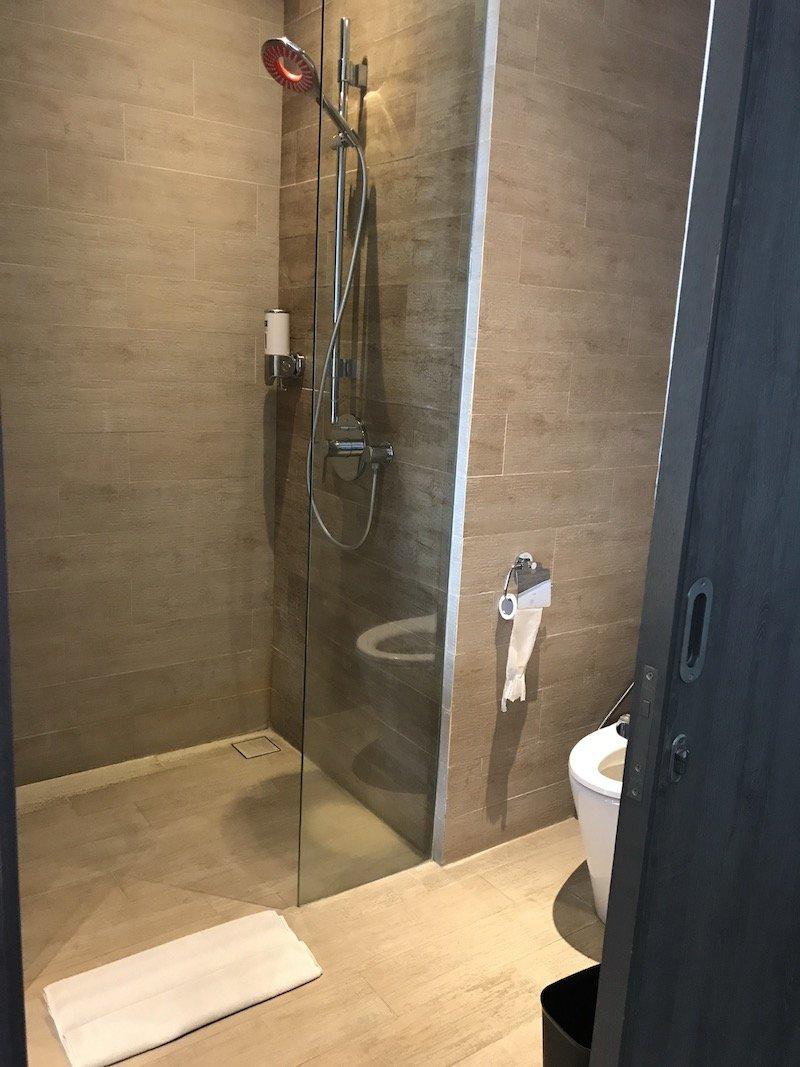 image - ibis seminyak hotel bathroom