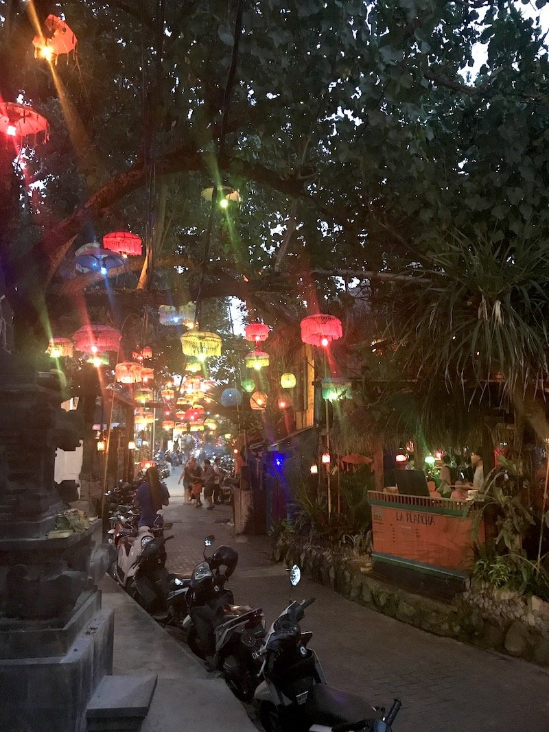 image - la plancha bali restaurant lights