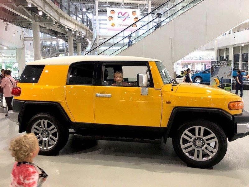 image - mega web tokyo car showroom 800