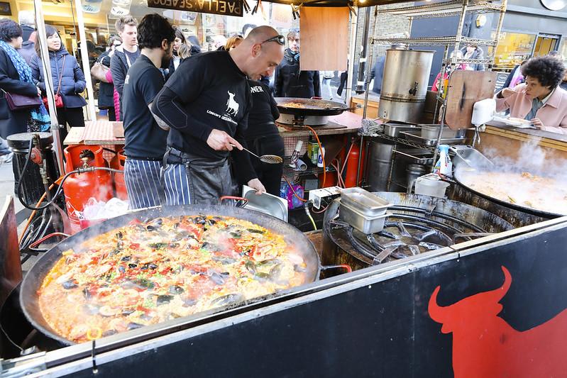 image - notting hill market paella stall by bryan