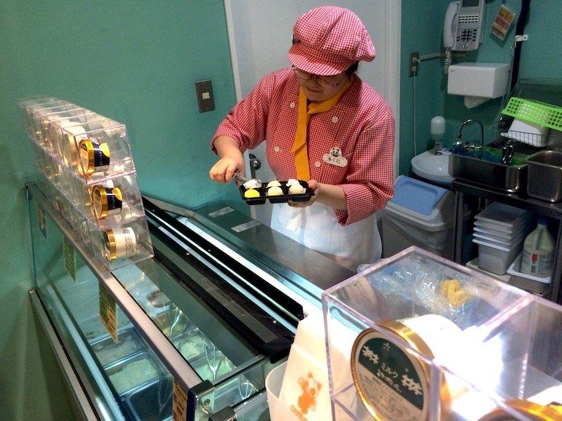image - serving japanese ice cream at namja town 800