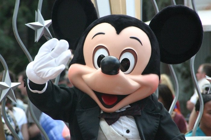 image - disney tips and tricks mickey mouse waving