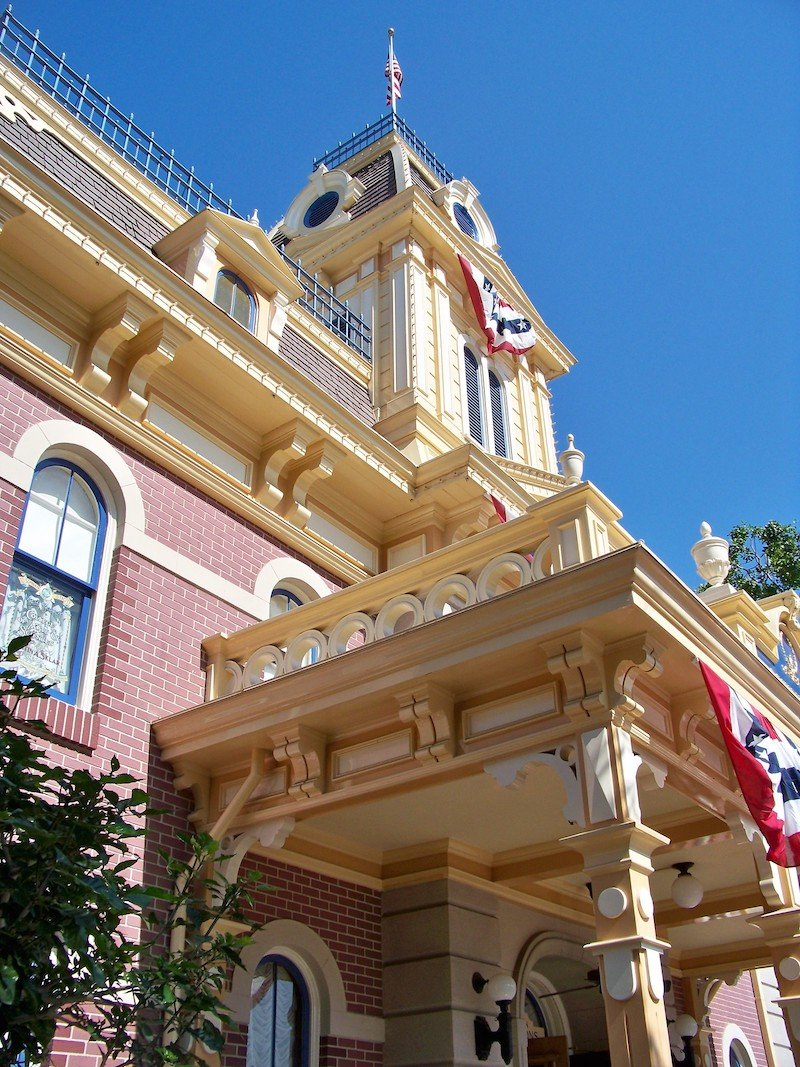 image - disneyland city hall
