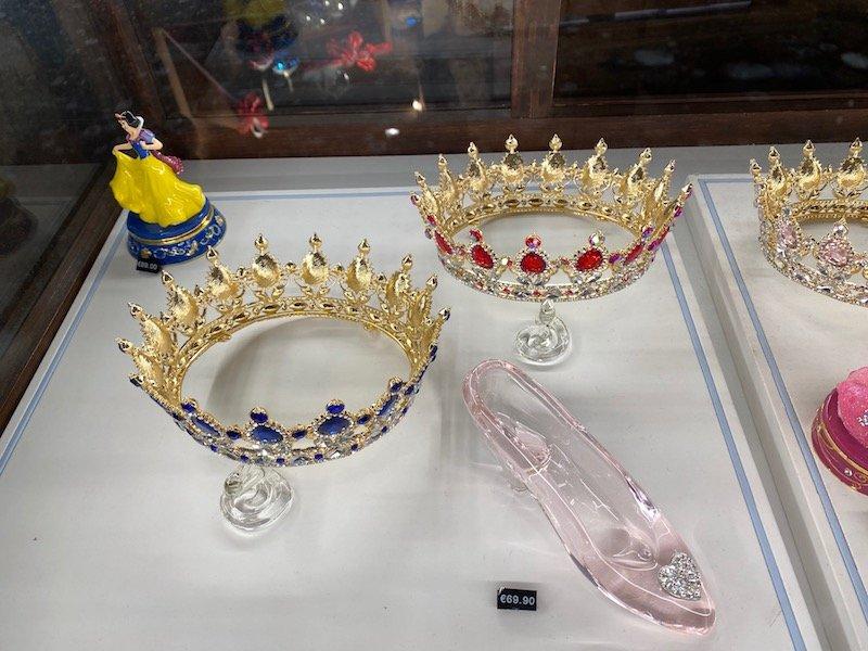 image - MERLIN L'ENCHANTEUR disneyland paris tiara twins