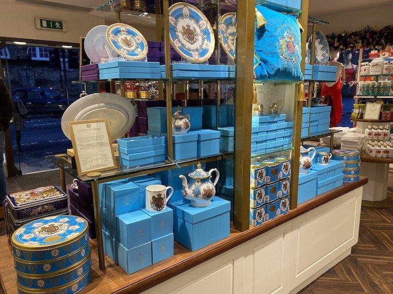 image - buckingham palace tea set