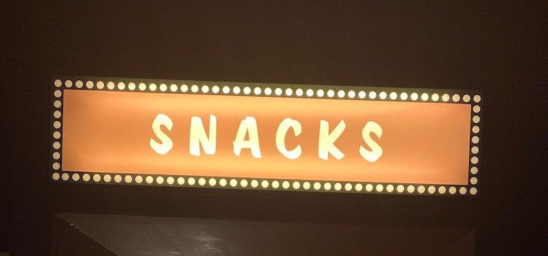 image - cars hotel disneyland paris snacks sign