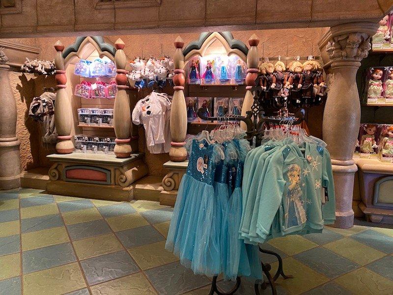 image - disneyland paris LA CHAUMIERE DES SEPT NAIN frozen costumes