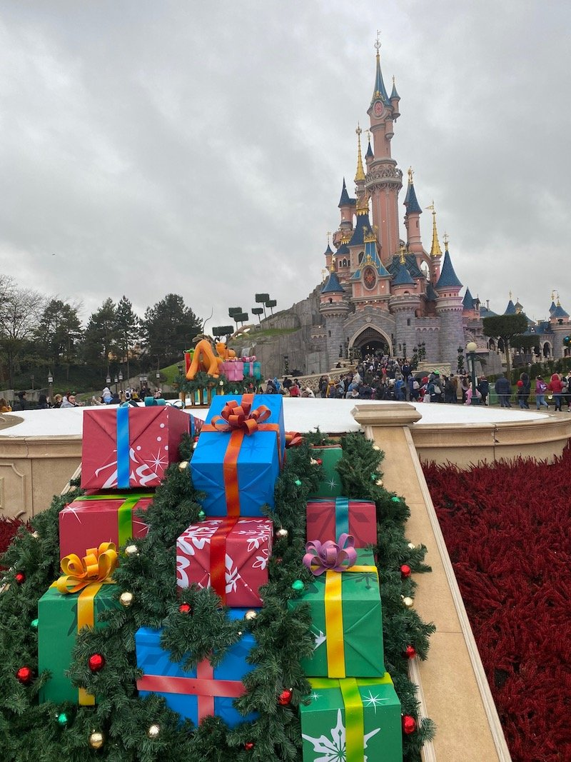 image - disneyland paris christmas decorations gifts