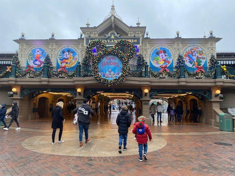 image - disneyland paris christmas entrance