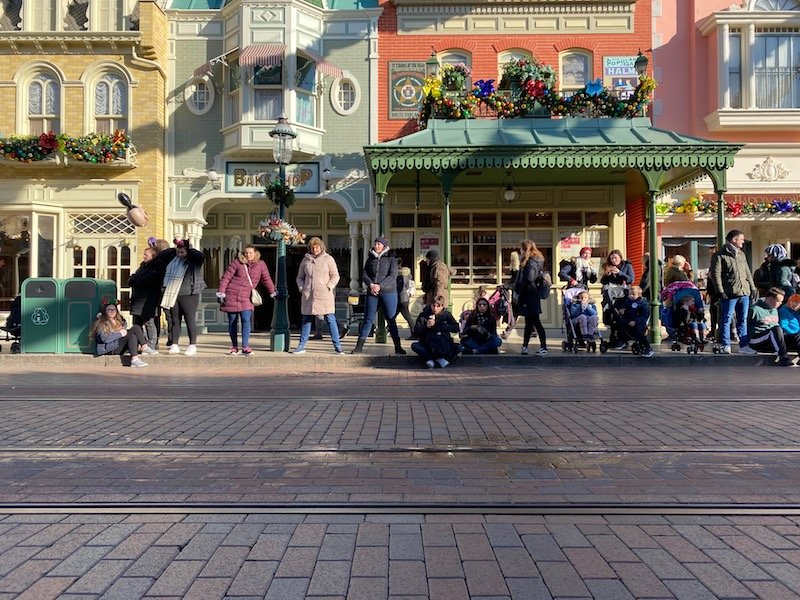 image - disneyland paris christmas main st shops