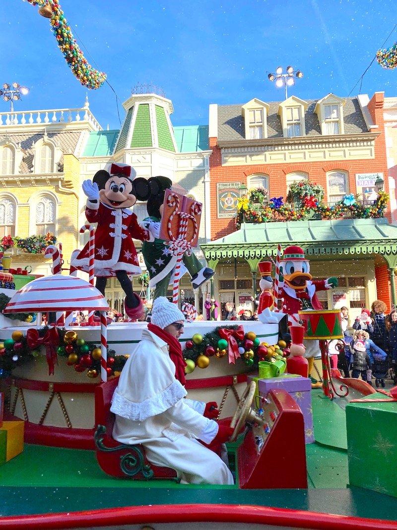 image - disneyland paris christmas mickey and minnie parade