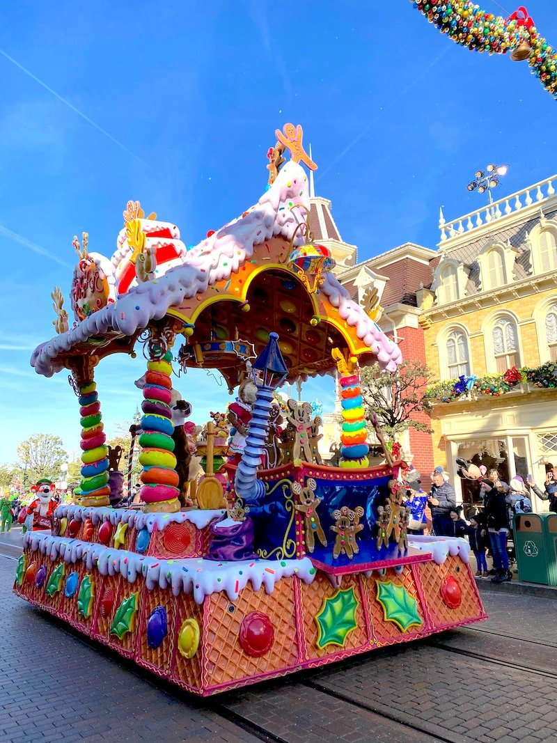 image - disneyland paris christmas parade float gingerbread house