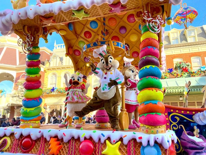 image - disneyland paris christmas parade with chip and dale