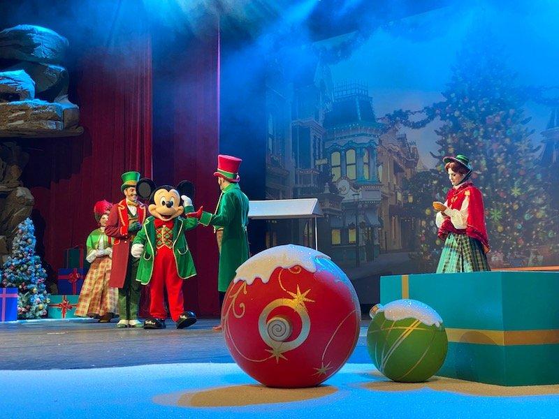 image - disneyland paris christmas show