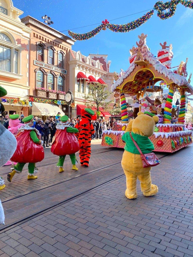 image - disneyland paris christmas winnie the pooh and tigger