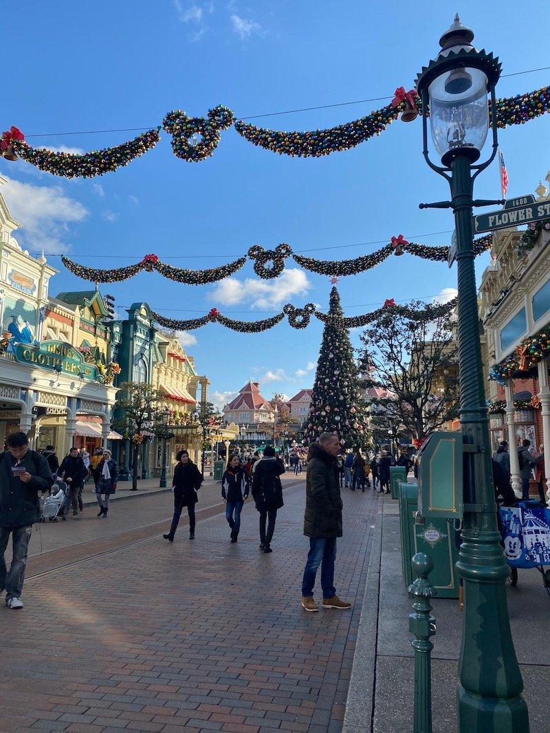 image - disneyland paris christmas wreaths on main st
