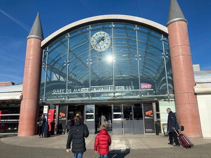 image - disneyland paris gare de marne la valley chessy station