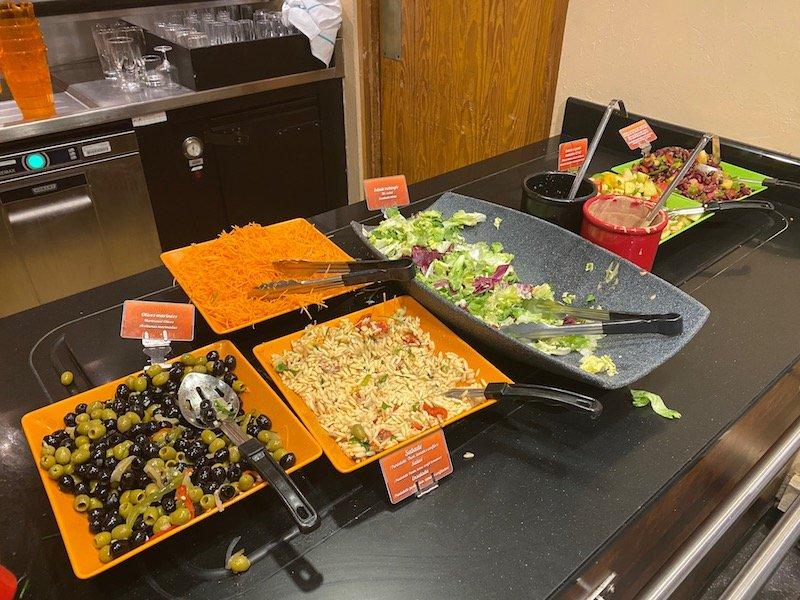 image -la cantina disneyland paris salad bar 2