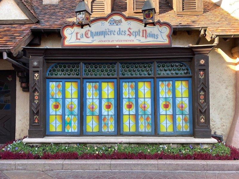 image - la chaumiere des sept nains shop window