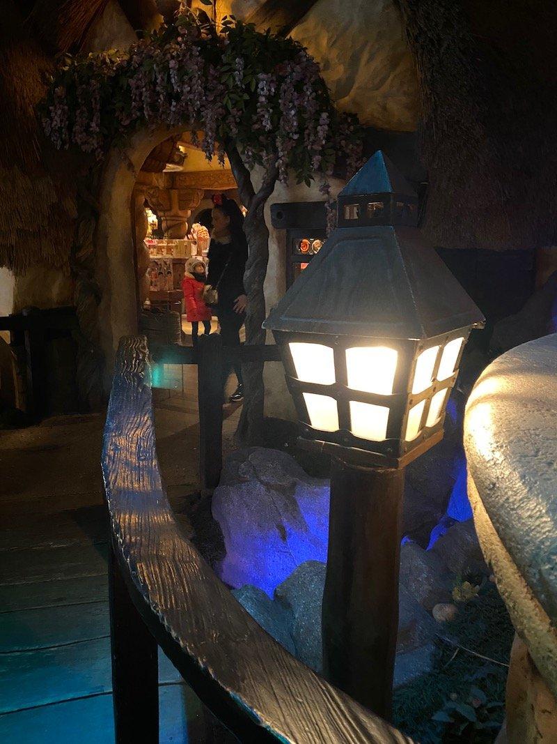image - the cottage of seven dwarfs shop disneyland paris lantern walk