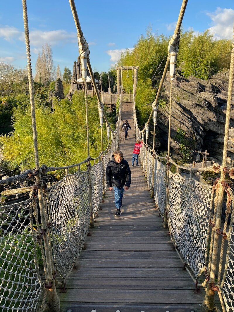 image - adventure isle disneyland paris walkway