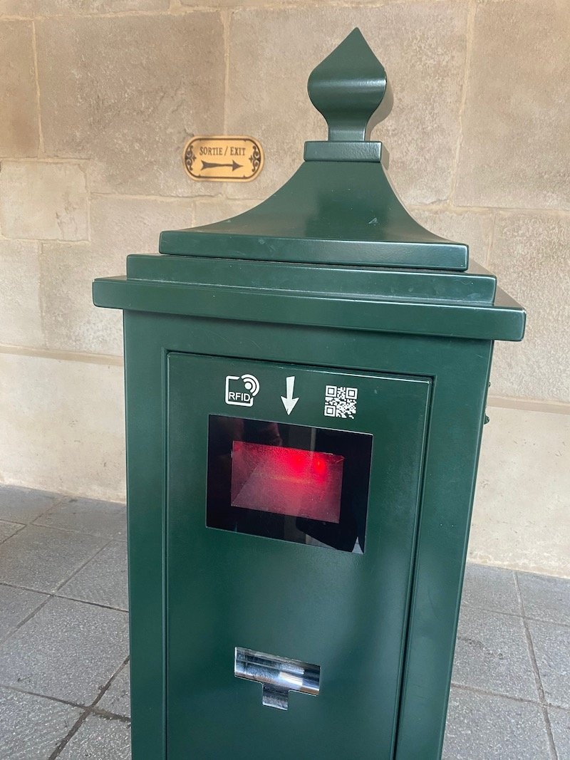 image - disneyland paris fastpass machine
