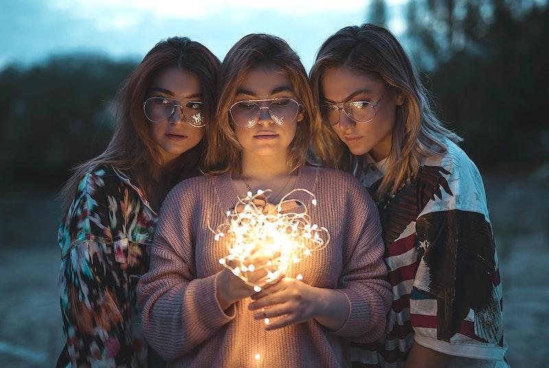image - vsco trampoline sleepover fairy lights - pexels-ali-pazani